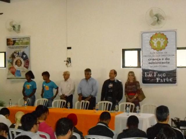 Promotores e prefeito de Jaboticabal estiveram presentes (Foto: Fábio Penariol/Jornal 101)