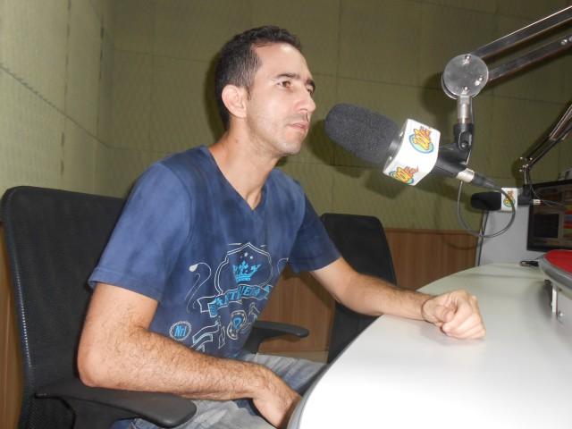 Valmir Guardia, de 34 anos, é o treinador da equipe (Foto: Fábio Penariol/Jornal 101)