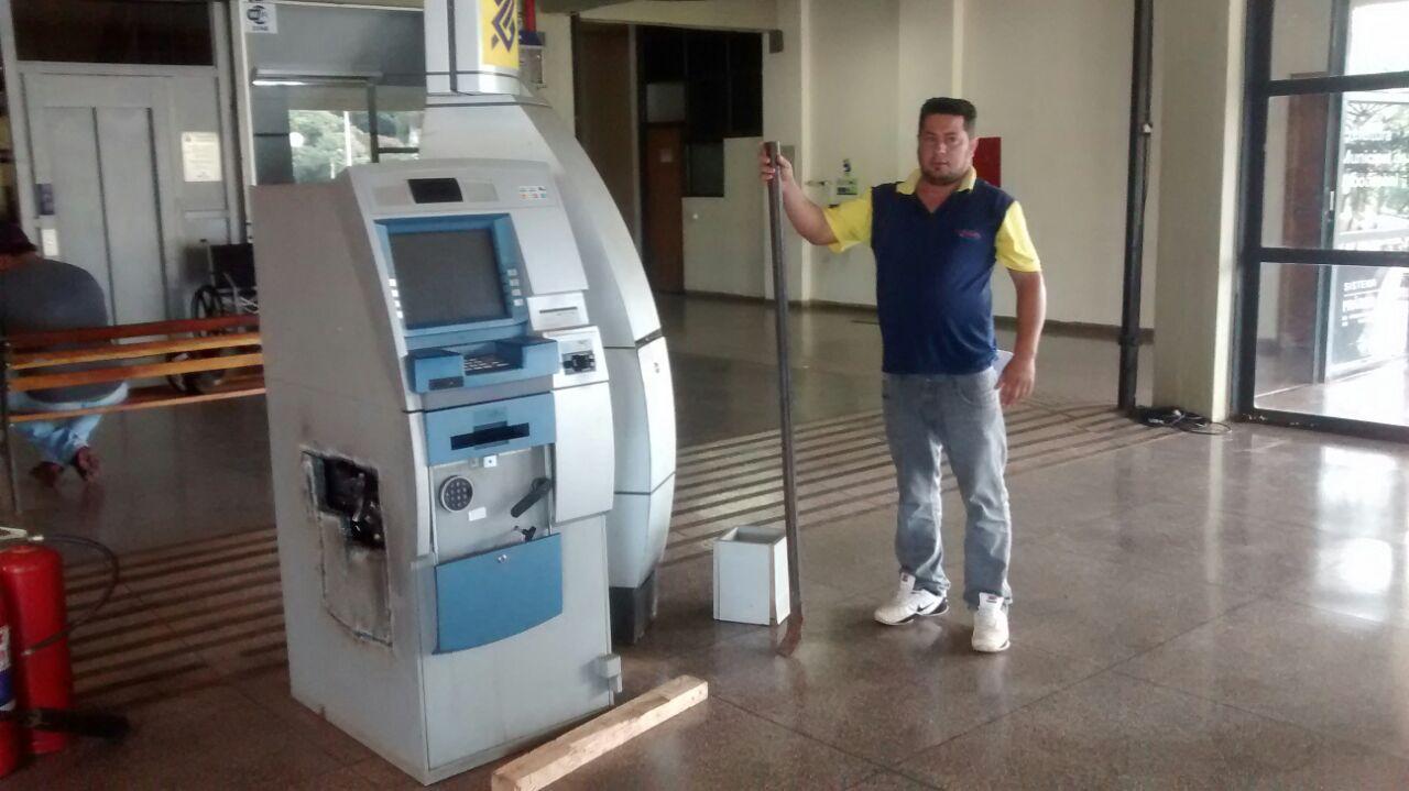 Prefeitura rescindiu o contrato com o banco para retirada do caixa (Foto: Reginaldo Coelho/Jornal 101)