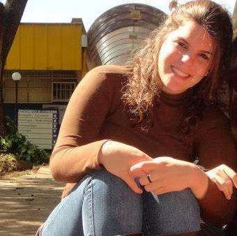 Gabriela Frezarin criou o grupo Trocando Guarda Roupa em 2012 (Foto: Redes Sociais)