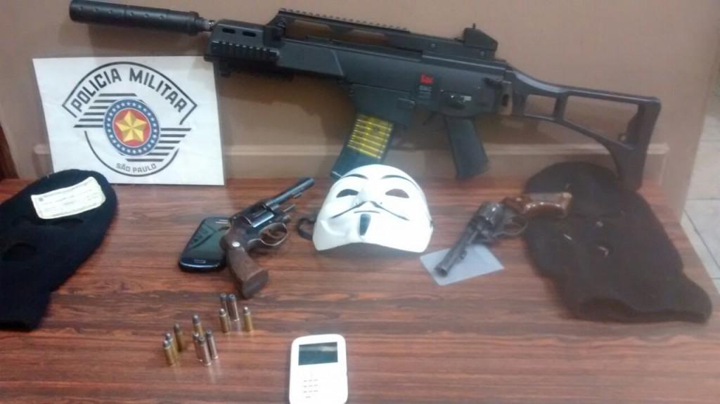 Armas que seriam usadas para assaltos foram apreendidas (Foto: Reginaldo Coelho)