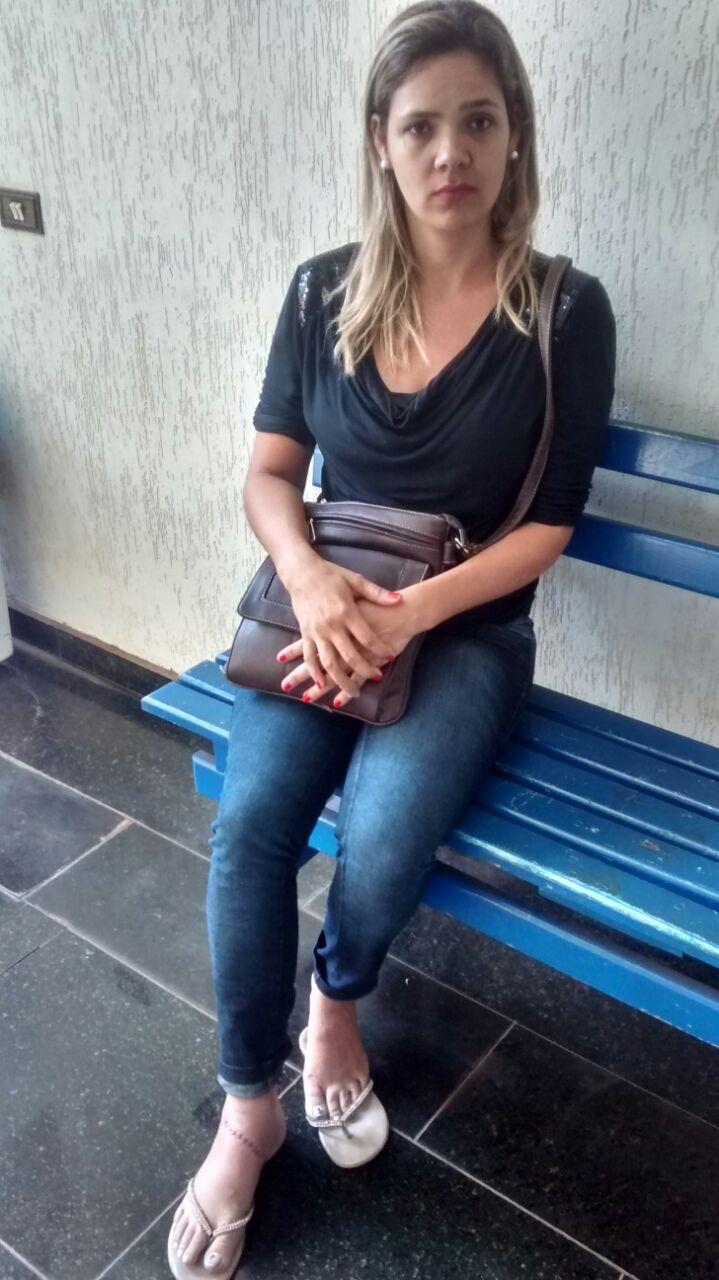 Gisele Oliveira teve um corte no pé devido à uma linha com cerol (Foto: Reginaldo Coelho/Jornal 101)
