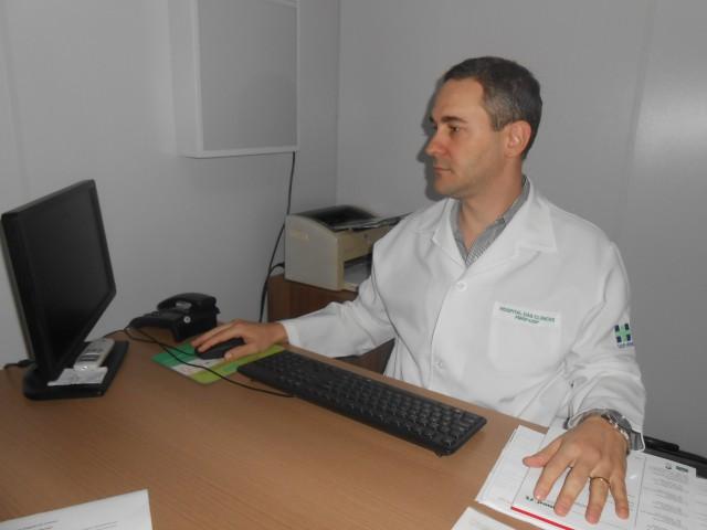 O Dr. Guilherme Malago trabalha na atenção primaria à Saúde da Unimed de Jaboticabal (Foto: Fábio Penariol/Jornal 101)