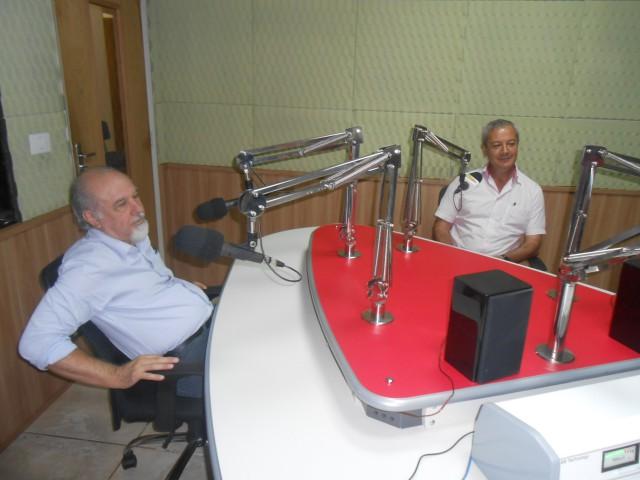 Chapa vencedora, formada pelo Prof. Antônio Sérgio Ferraudo, vice-diretor, (à esquerda) e Prof. Pedro Luís da Costa Alves, eleito novo diretor (à direita) (Foto: Fábio Penariol/Jornal 101)