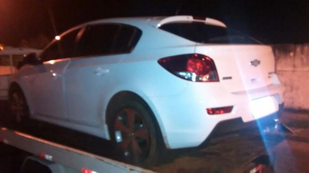 Um veículo que havia sido roubado em Matão foi recuperado pela Polícia Militar de Jaboticabal (Foto: Reginaldo Coelho/Jornal 101)