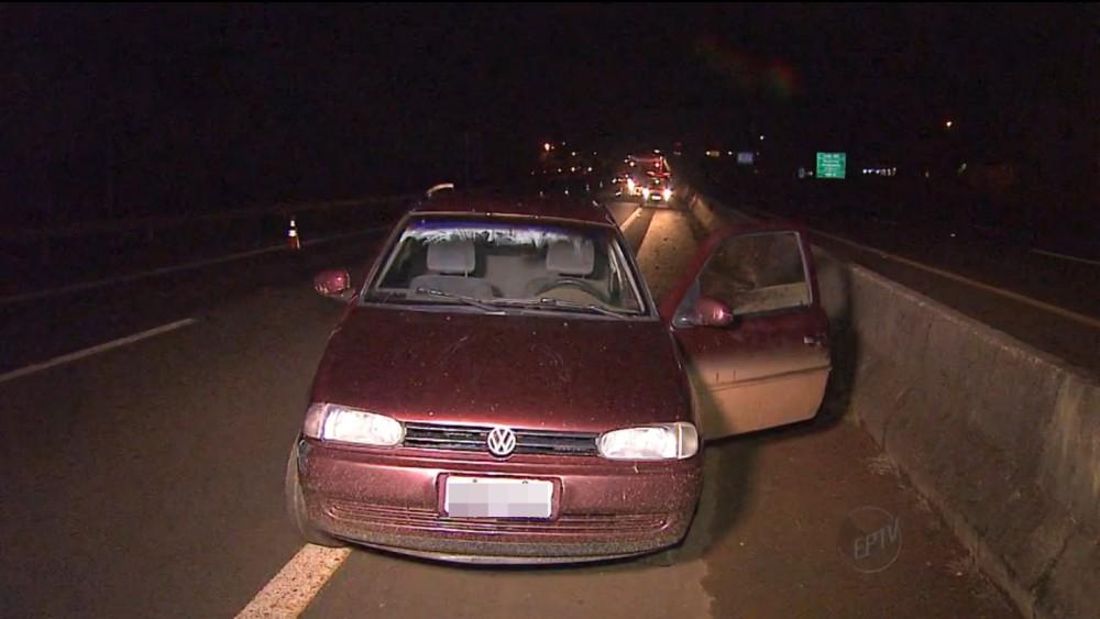 Homem foi atropela após descer do carro (Imagem: Reprodução/EPTV)