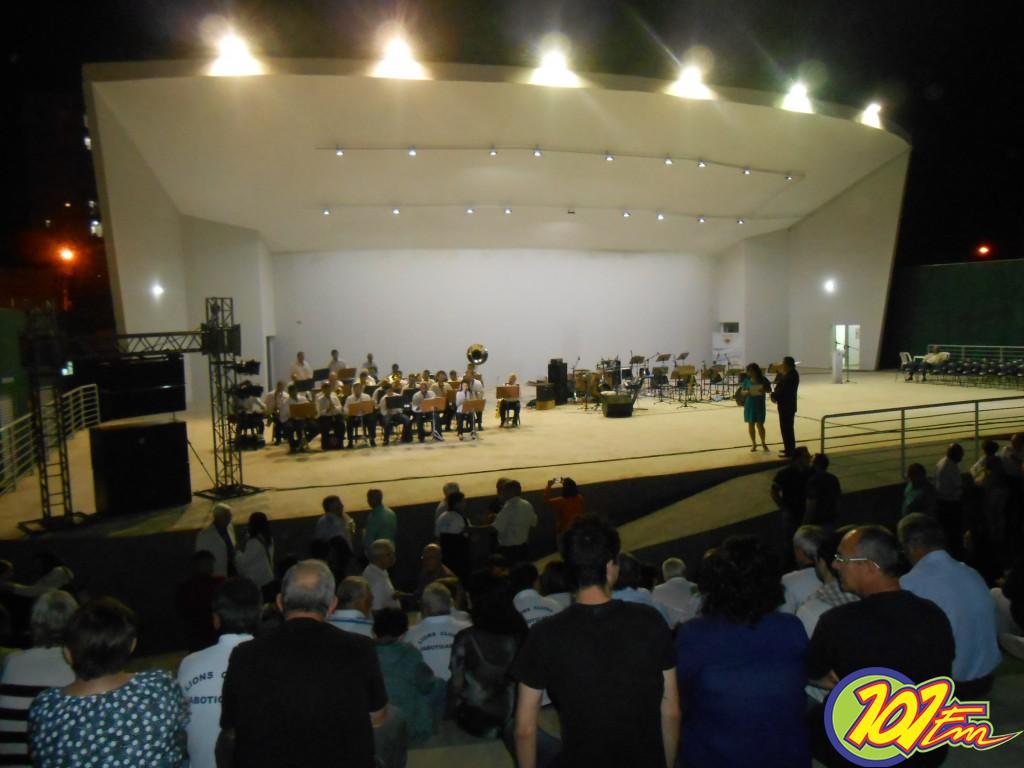 Corporação Musical Gomes e Puccini abriu as apresentações da Concha Acústica (Foto: Fábio Penariol/Jornal 101)