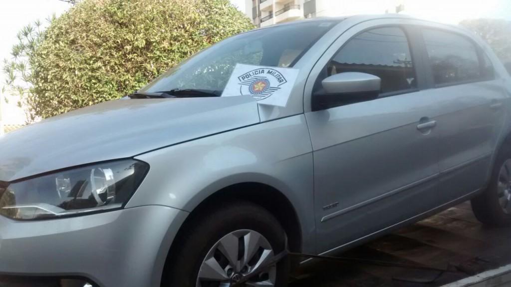 Carro recuperado pela PM (Foto: Reginaldo Coelho/Jornal 101)
