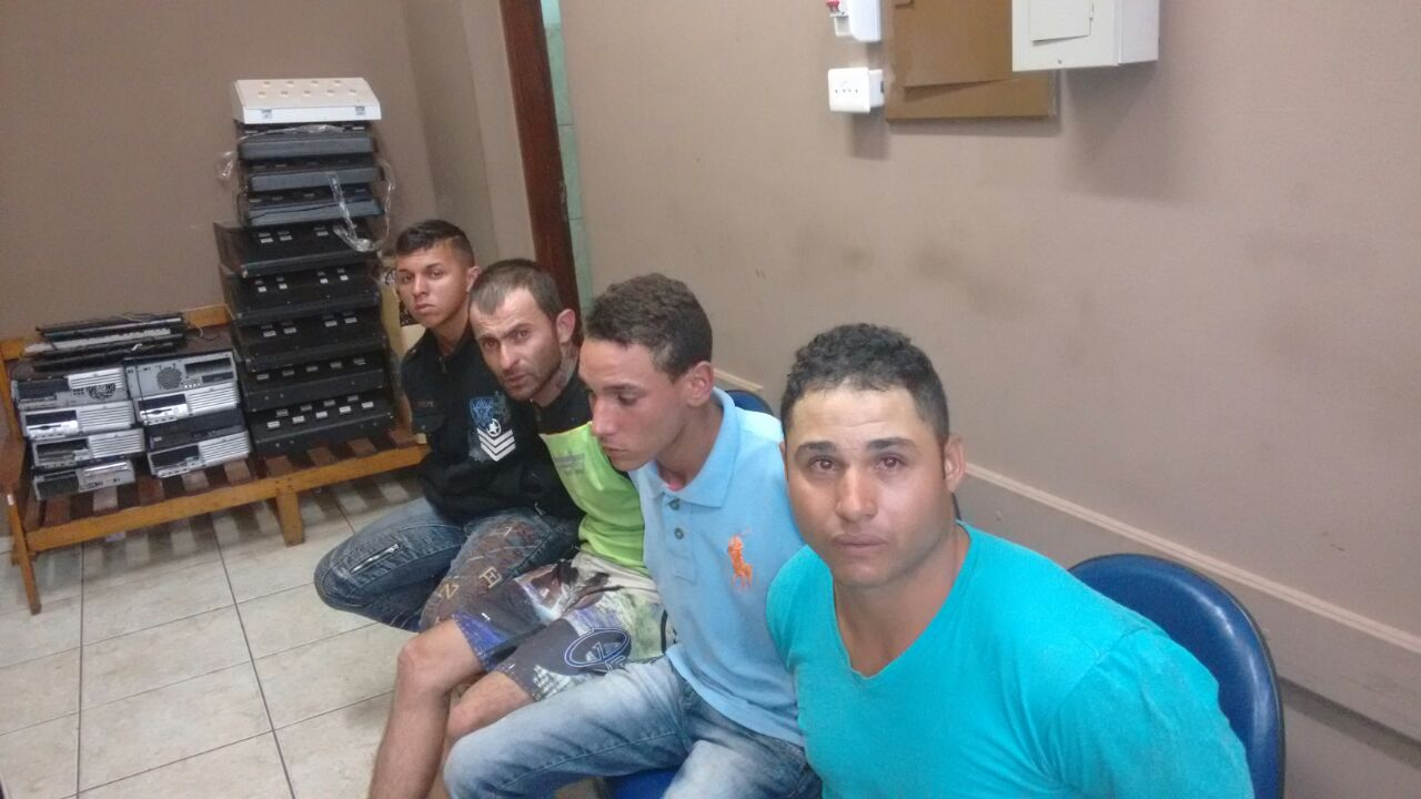 Indivíduos foram presos no Santo Antônio (Foto: Reginaldo Coelho/Jornal 101)