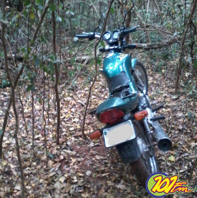 Moto foi recuperada pela PM, após adolescente furtar veículo (Foto: Reginaldo Coelho/Jornal 101)