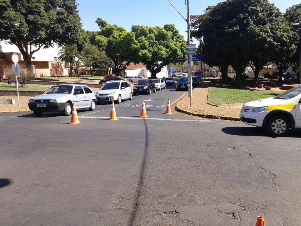 Mudança de sentido aconteceu em ruas de alguns bairros de Jaboticabal (Foto: Reginaldo Coelho/Jornal 101)