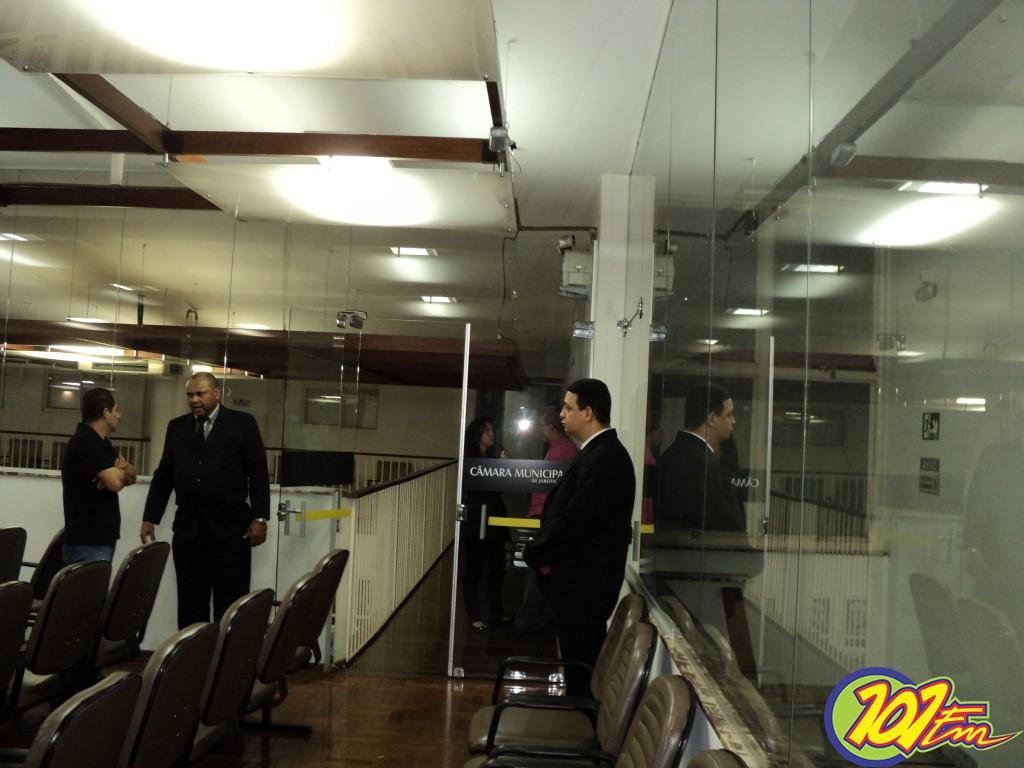 Câmara teve a presença de alguns seguranças (Foto: Ricardo Gestal/Jornal 101)