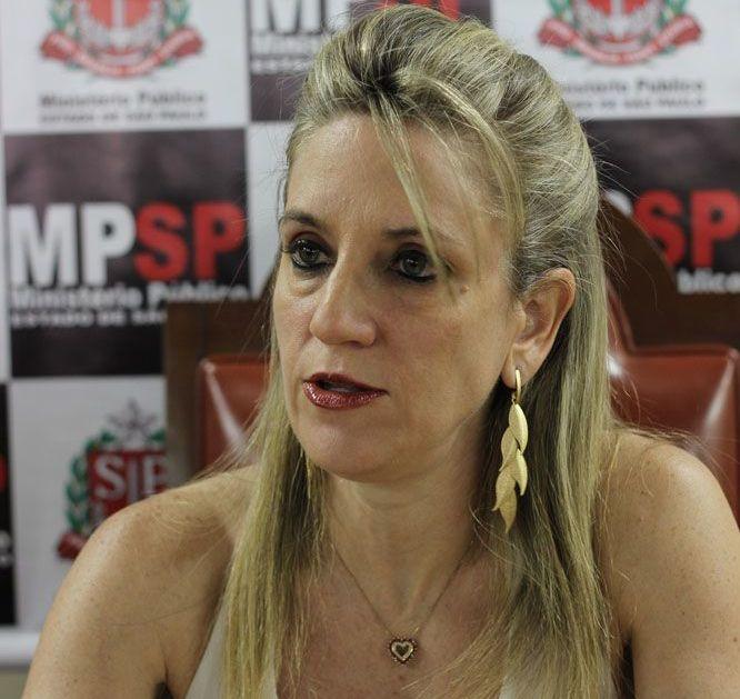 Promotora Drª Ethel Cipele falou em entrevista coletiva sobre o concurso público da Prefeitura (Foto: Reginaldo Coelho/Jornal 101)
