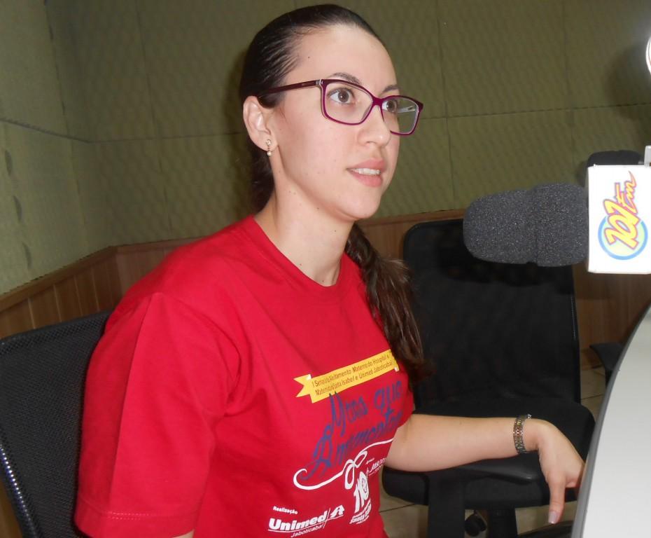 Uyara Januzzi – enfermeira obstetra do Hospital e Maternidade Santa Isabel e coordenadora do setor de maternidade – é especialista em amamentação (Foto: Fábio Penariol/Jornal 101)
