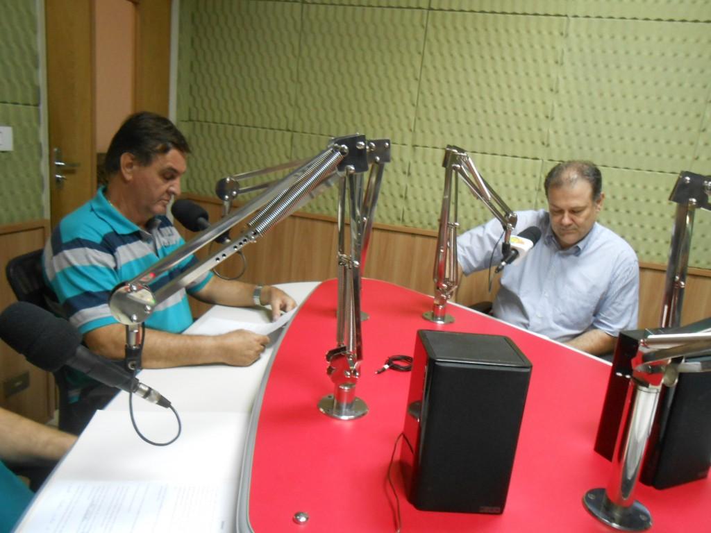 Secretário de Governo Municipal, José Paulo Lacativa Filho, à direita, e o presidente da CDL, Renato Kamla, à esquerda (Foto: Fábio Penariol/Jornal 101)