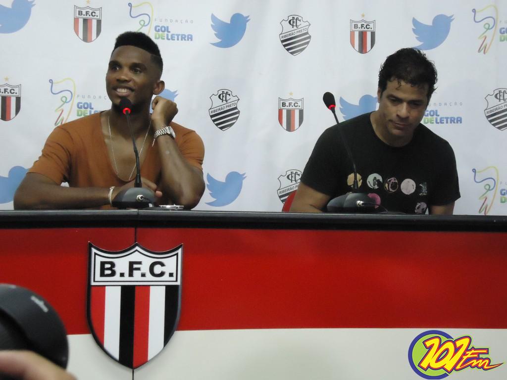 Eto'o e Raí participaram de coletiva após o jogo (Foto: Fábio Penariol/Jornal 101)