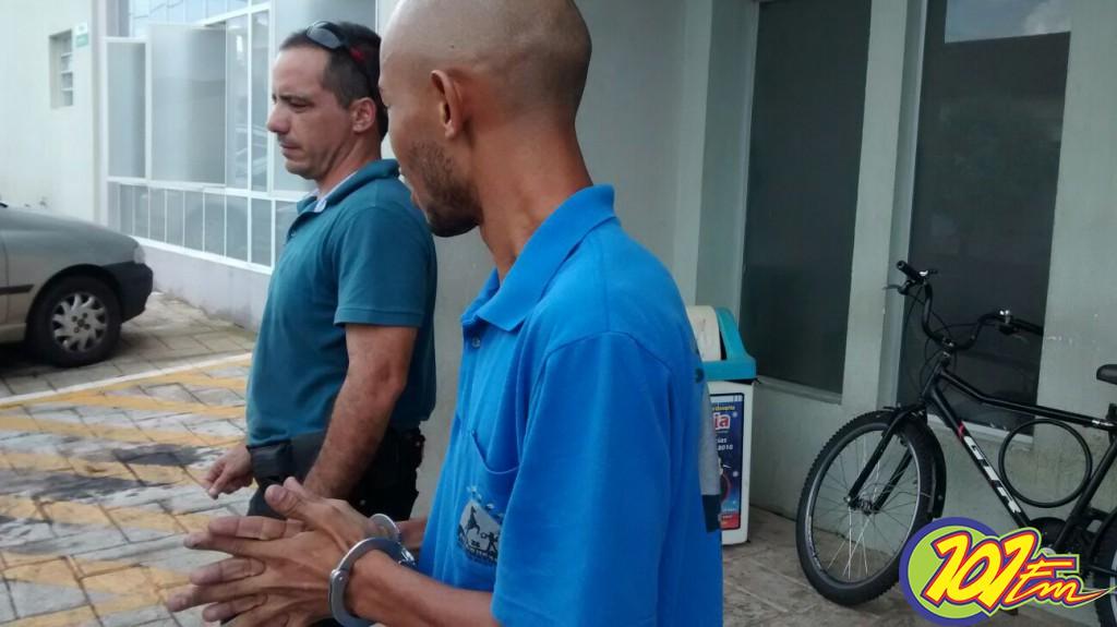 Homem teria agredido a vítima com duas pauladas (Foto: Reginaldo Coelho/Jornal 101)