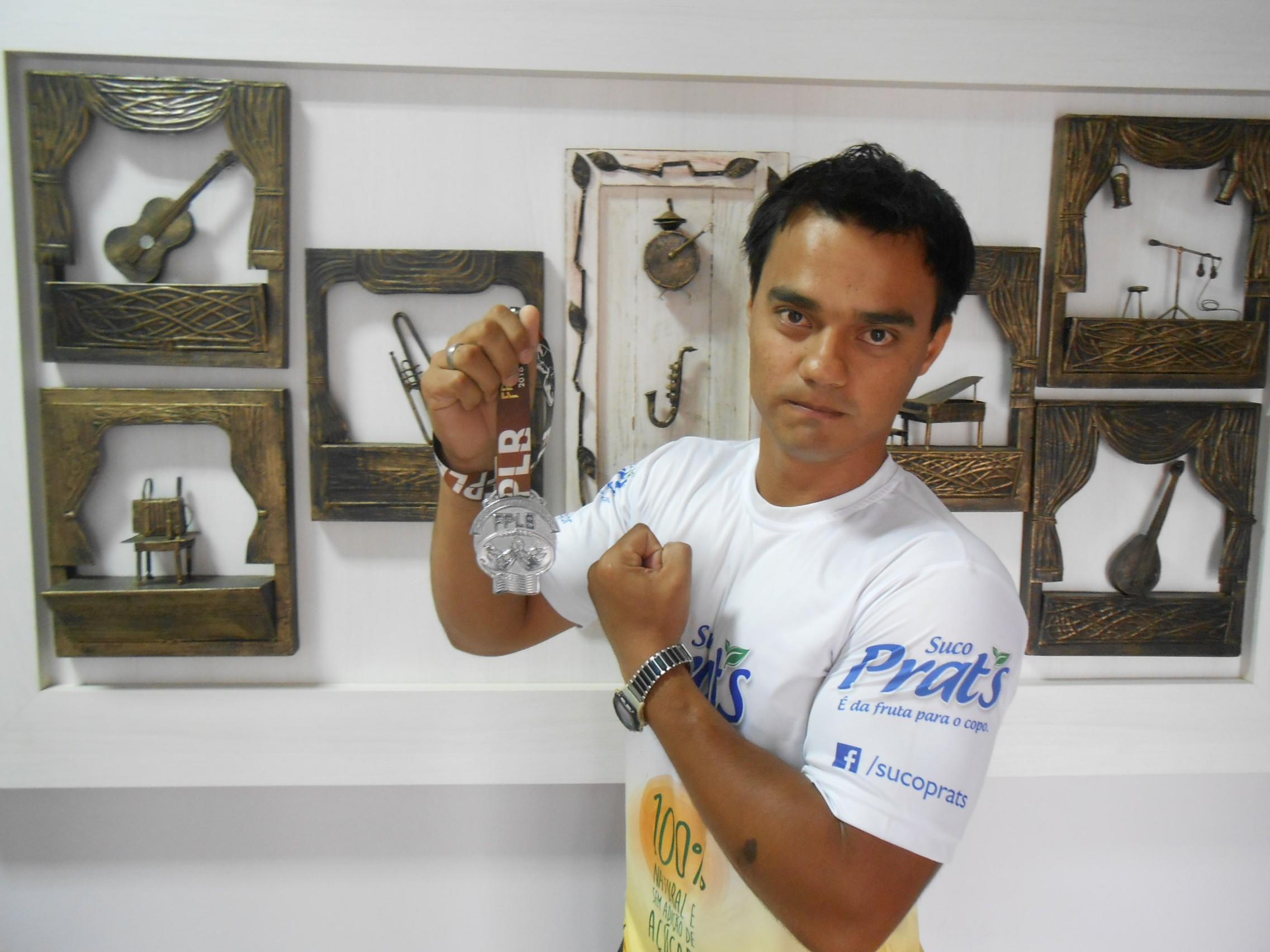 Recentemente, Christian Silva ficou em 2° lugar em competição de iniciantes e conseguiu vaga para o Paulista de luta de braço (Foto: Fábio Penariol/Jornal 101)
