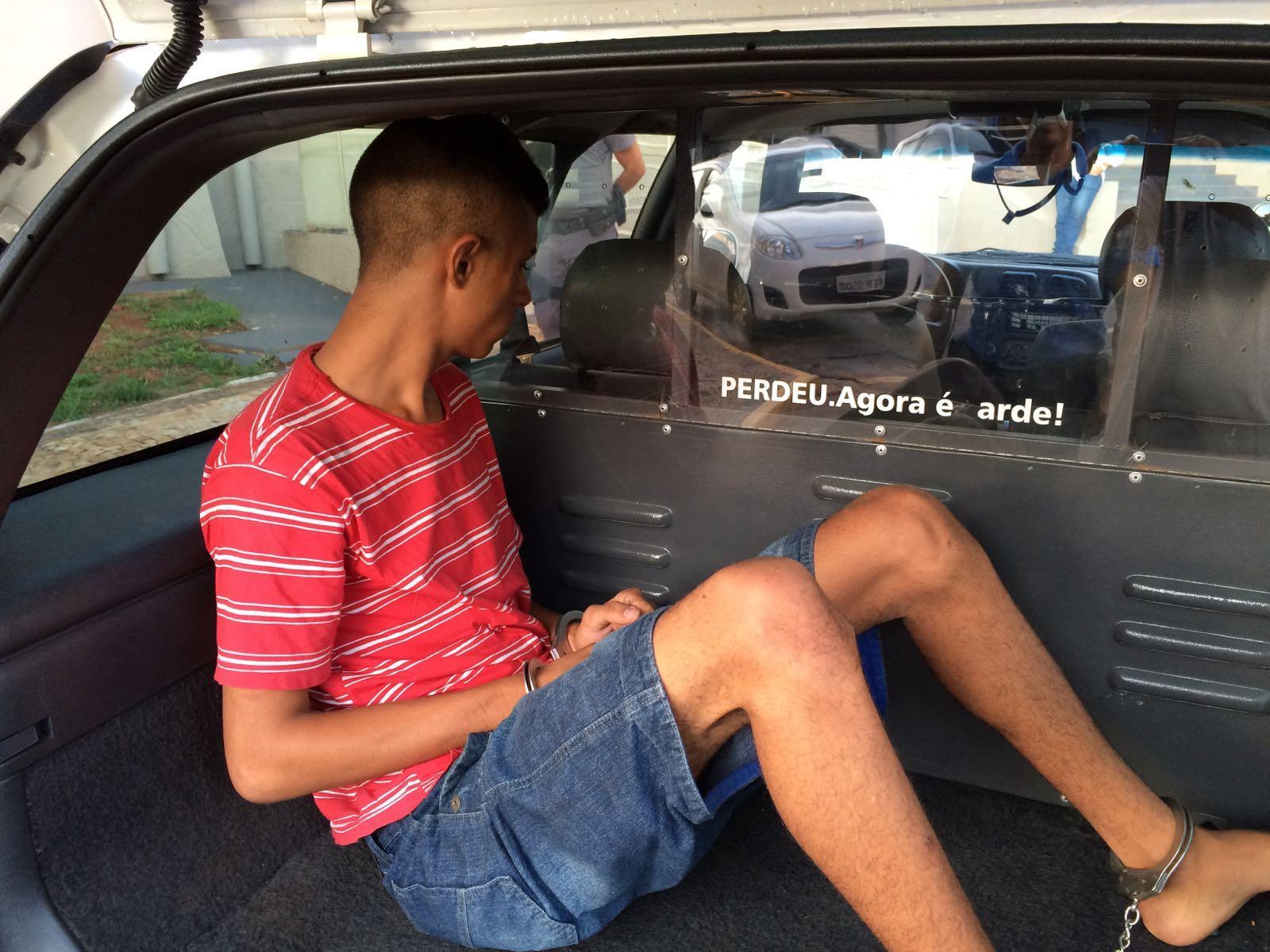 Menor de idade foi detido e está à disposição da Justiça (Foto: Reginaldo Coelho/Jornal 101)