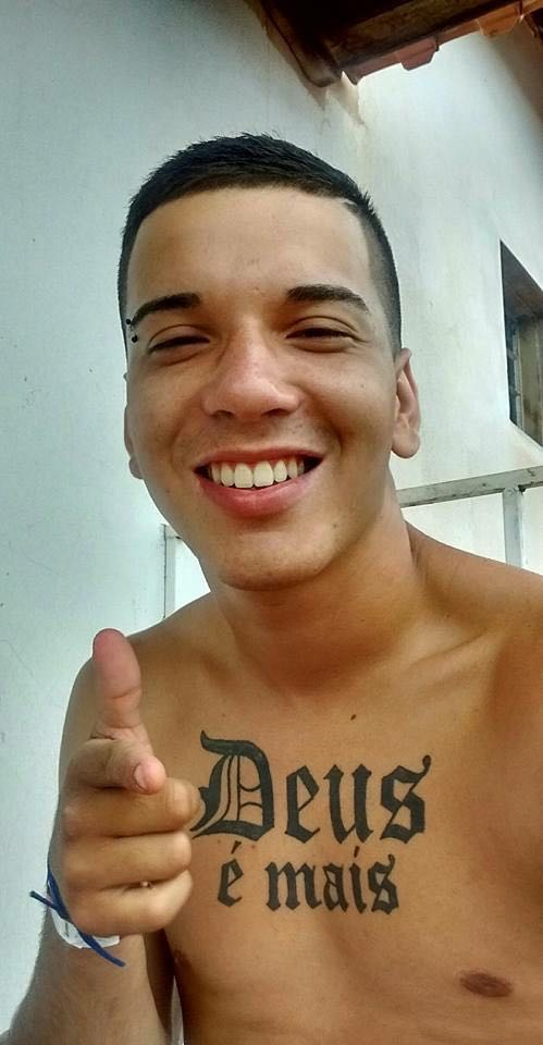 Estevam Martins, de 18 anos, morreu após levar vários tiros (Foto: Reprodução/Redes Sociais)