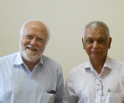 Luiz Carlos Beduschi (esq.) e Dorival Martins de Andrade (dir.) são os autores do livro