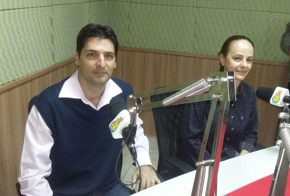 Esq./Dir.: Ex-presidente da Associação dos Contabilistas de Jaboticabal, Antoniel Verra, e atual presidente Marilda Guerrero