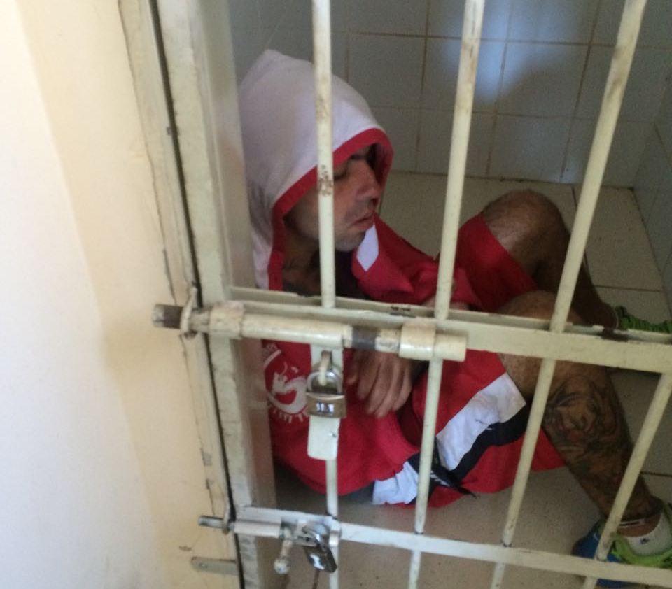 Criminoso tentou fugir, mas foi preso (Foto: Reginaldo Coelho/Jornal 101)