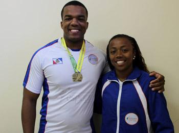 Valdivino Vinicius e a técnica de atletismo da FAE, Roberta Oliveira (Foto: Renan Leite/Jornal 101)