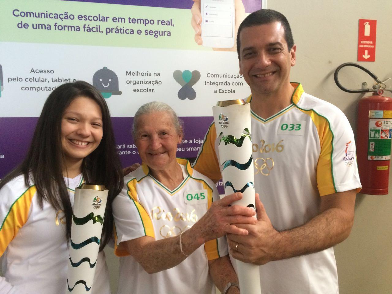 (Esq./Dir.) Beatriz Pifer, dona Therezinha Martucci e João Pifer