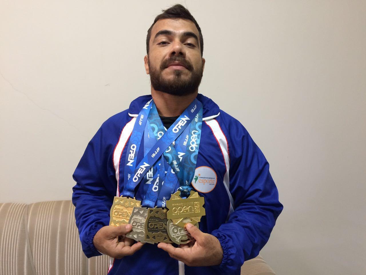 Eduardo Martins, conhecido como Cabeça, ganhou várias medalhas no Jiu Jitsu (FOTO: Fábio Penariol/Jornal 101)