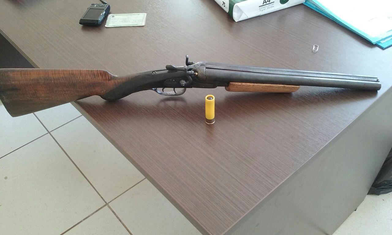 Arma foi encontrada na operação da polícia