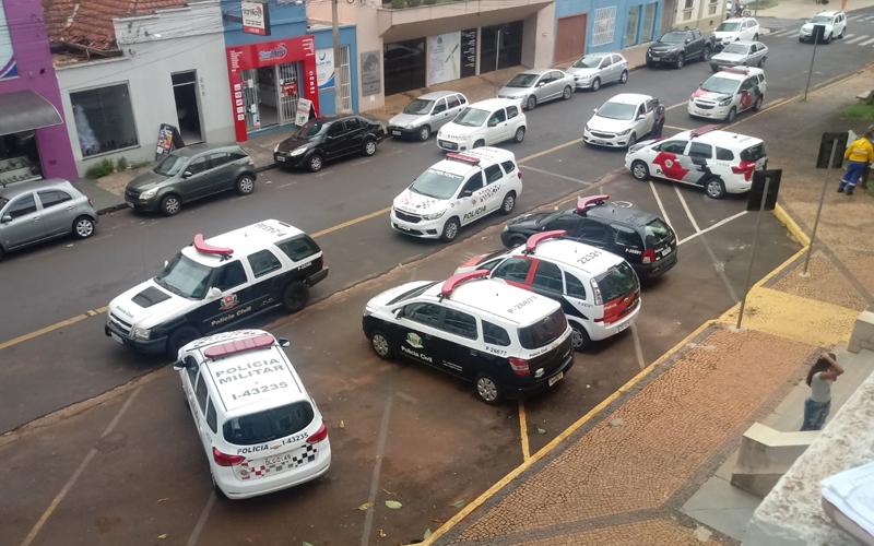 Operação da PM e Polícia Civil prende dois homens e apreende drogas, dinheiro e espingarda de pressão