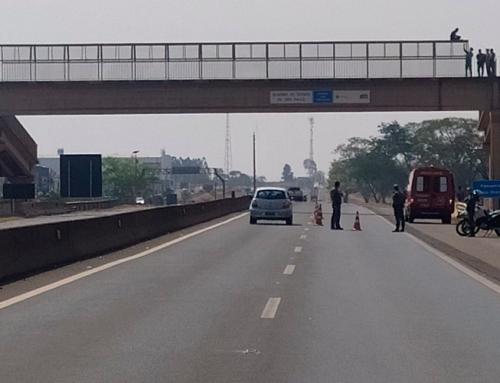 Homem tenta suicídio em ponte da Rodovia Faria Lima, próximo a Cohab III, em Jaboticabal; Bombeiros resgataram