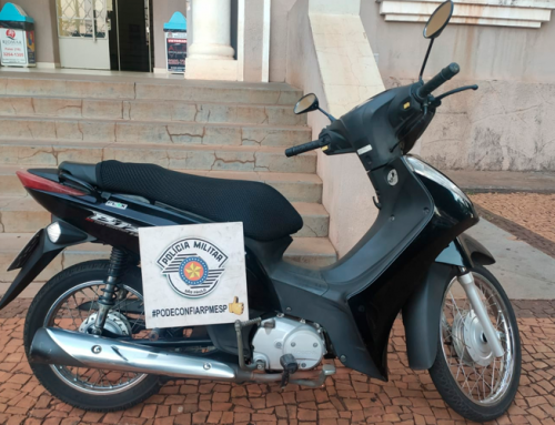 Moto roubada na Cohab I é localizada em Jaboticabal, no bairro Boa Vista; pertences do proprietário ainda estavam na moto